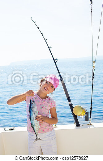 pez pequeño, barra, tunny, barco, pesca, sostener a niño, coger, niña, revolviendo, atún, carretes - csp12578927