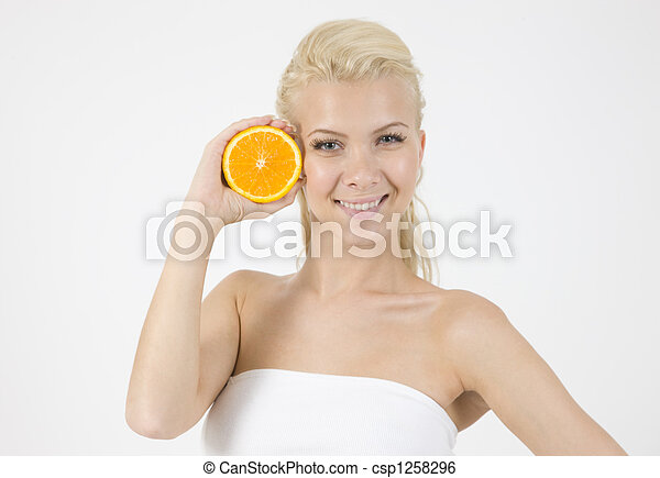 waist-up pose of model with slice of orange - csp1258296