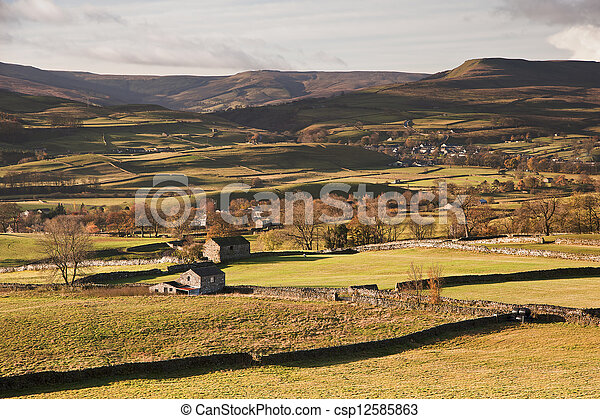 View over Askrigg towards Pen-y-Ghent in Yorkshire Dales National Park - csp12585863