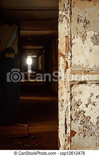 Plaatje van donker geverfde deur gang donker gang met geverfde csp12612476 zoek - Deco donker gang ...