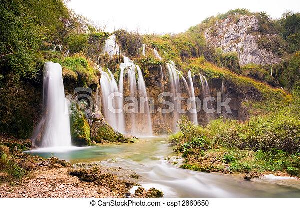 plitvice, sob, cachoeiras - csp12860650