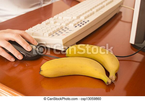 how to eat a banana correctly