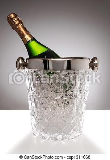 images de cristal champagne seau champagne bouteille dans csp1311668 recherchez des. Black Bedroom Furniture Sets. Home Design Ideas