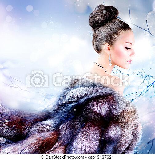 Winter Girl in Luxury Fur Coat - csp13137621