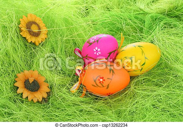 Фотостоки, микростоки. Темы (тренды) марта. Пасхальные крашеные яйца.