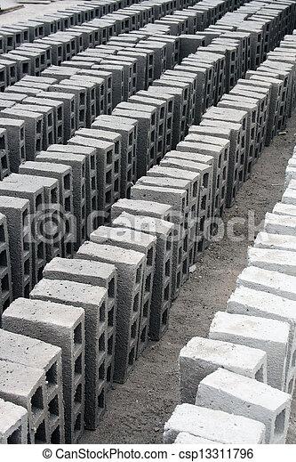 stock fotografien von beton ziegelsteine trocknen sonne reihen csp13311796 suchen sie. Black Bedroom Furniture Sets. Home Design Ideas