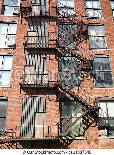 Stock Fotografi av byggnad, trappa, tegelsten, metall - metall ...