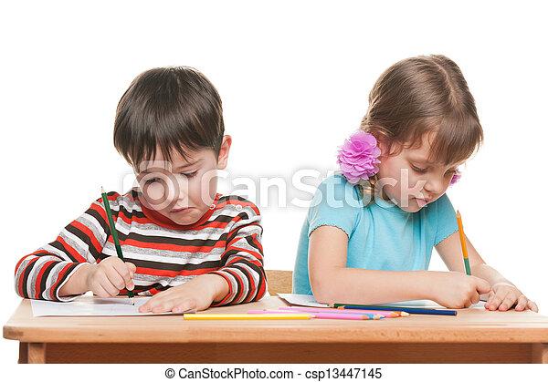 Stock de fotos dos ni os escribir escritorio - Escritorio para escribir ...