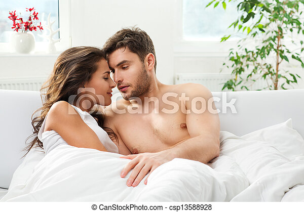 夫婦, 年輕 成人, 寢室 - csp13588928
