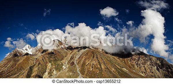 ヒマラヤ山脈 - csp13655212 ヒマラヤ山脈, 山, 中に, 夏, 時間カンプを保存