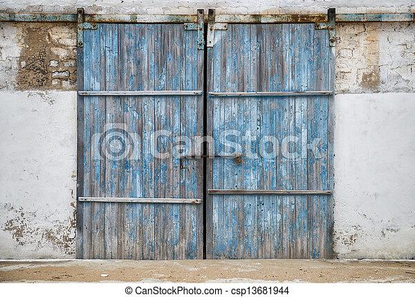 Photo de mur bois ancien porte grange mur de for Porte de grange ancienne