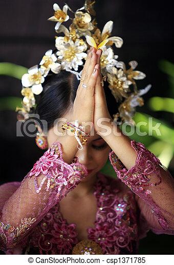 Indonesian bride prays - csp1371785
