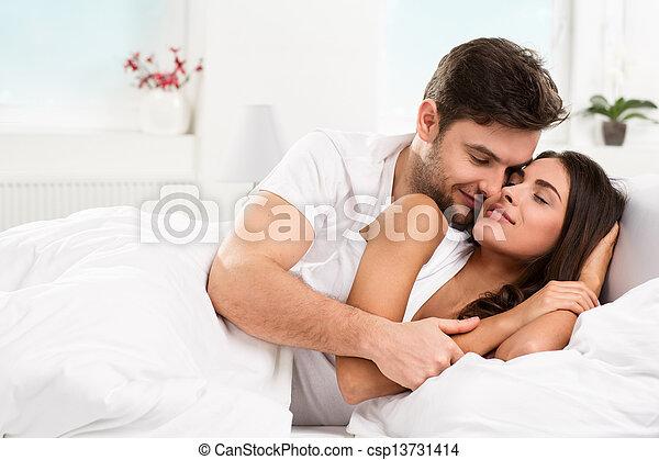 夫婦, 年輕 成人, 寢室 - csp13731414