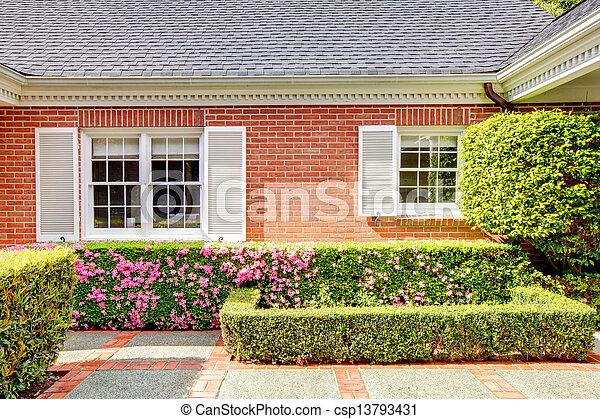 Photos de brique rouges maison anglaise jardin blanc for Jardin 0 l4anglaise