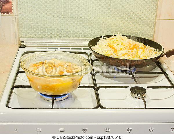 Stock de fotos preparaci n comida gas estufa for Comida sin estufa