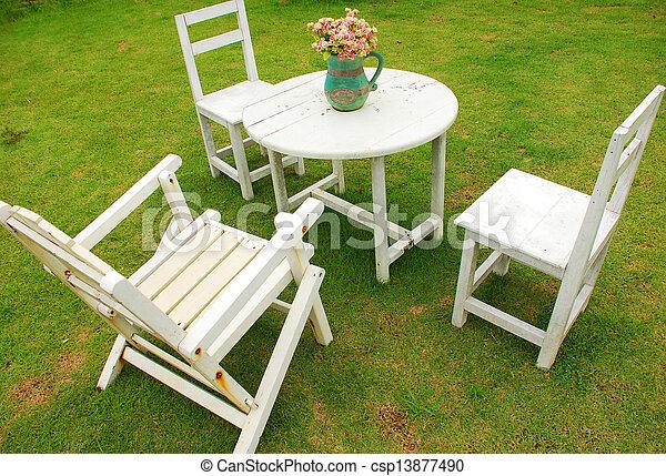 Stock fotografieken van stoelen tafel witte ronde witte stoelen met ronde - Tafel en witte stoelen ...