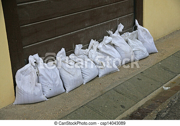 Images de sacs sable prot ger contre inondation rivi re csp14043089 - Sac de sable inondation ...