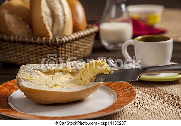 Stock de fotos brasile o bread imagenes almacenadas for Desayuno frances tradicional