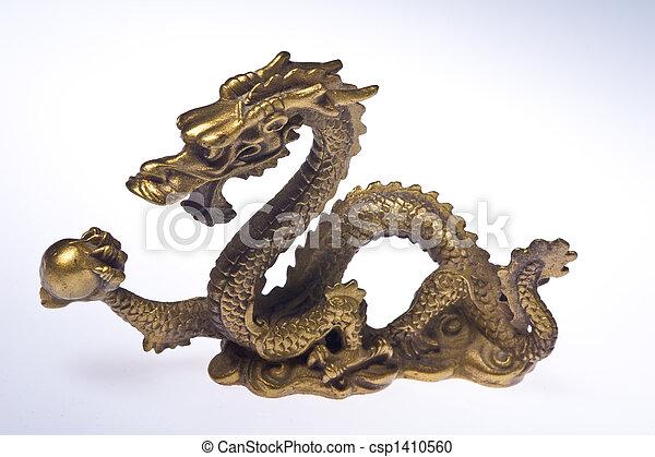 photographies de liebesdrache feng shui drache mit kugel csp1410560 recherchez des. Black Bedroom Furniture Sets. Home Design Ideas