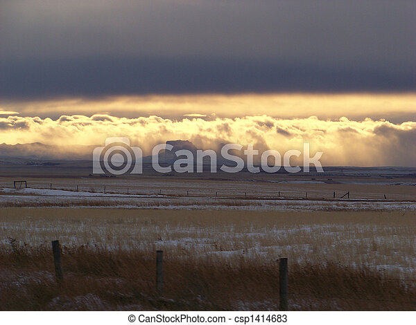 The Chinook arch in the sky denotes the divide between prairie and the Rocky mountains - Chief mountain in view. - csp1414683