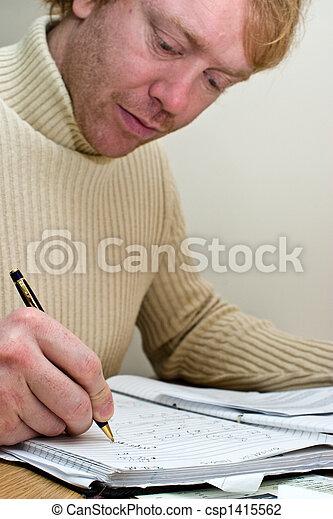 homem, trabalhando, escrivaninha - csp1415562