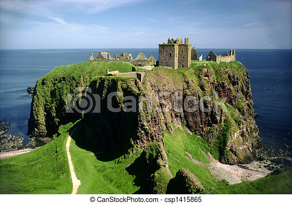 Dunnottar Castle, Stonehaven near Aberdeen, Scotland - csp1415865