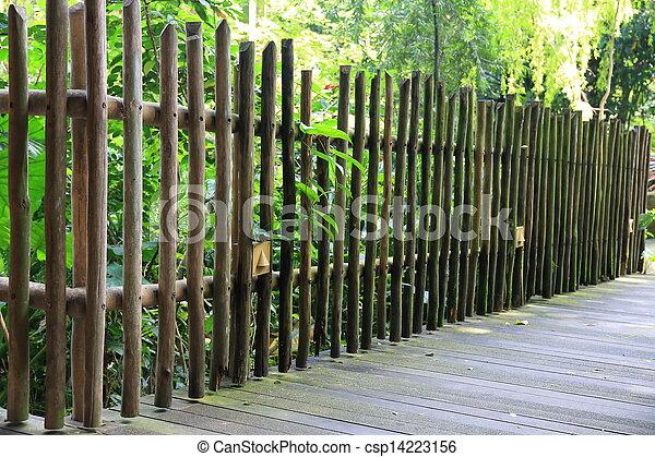 Images de vieux bois barri re jardin csp14223156 for Barriere en bois de jardin
