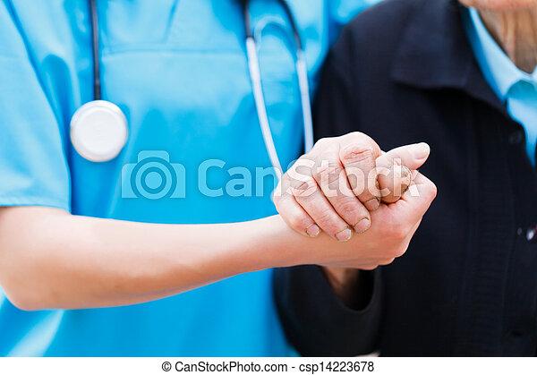 importar-se, enfermeira, segurando, Idoso, mãos - csp14223678