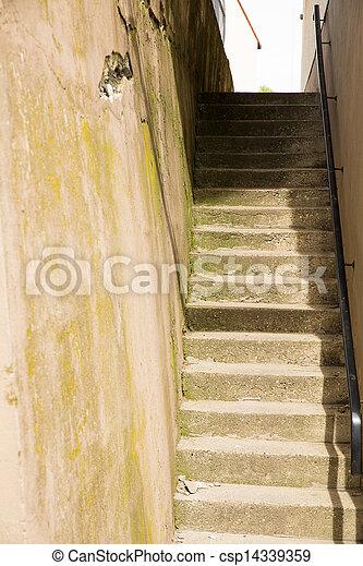 stock bilder von beton treppe altes beton treppe zwischen zwei w nde csp14339359. Black Bedroom Furniture Sets. Home Design Ideas