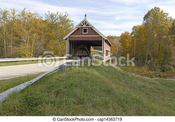Covered bridges in Northeast Ohio Counties. Early Fall season. - csp14363719