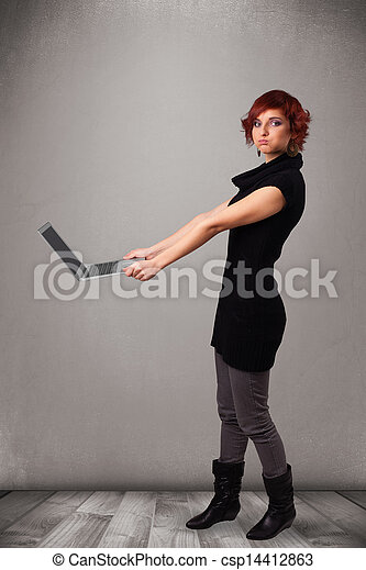 image de jeune femme tenue moderne laptot joli jeune femme csp14412863 recherchez. Black Bedroom Furniture Sets. Home Design Ideas