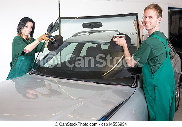 Glazier replacing windshield - csp14556934