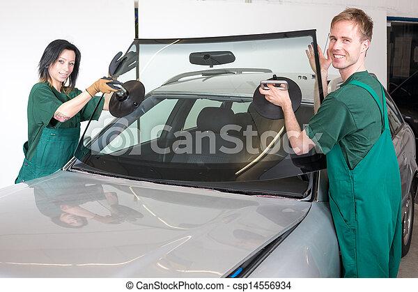 Glazier replacing windshield - csp14556934