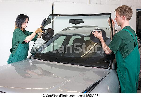 Glazier replacing windshield - csp14556936