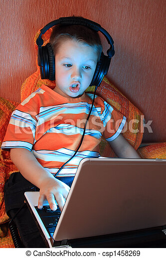 Young gamer with headphones - csp1458269