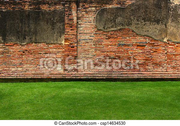 Stock Foto - oud, baksteen, muur, achtergrond, groene, gras - stock ...