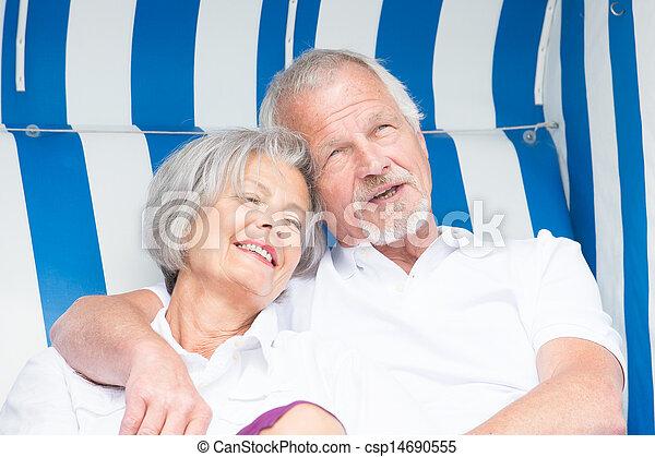 images de personne agee couple plage chaise heureux sourire csp14690555 recherchez. Black Bedroom Furniture Sets. Home Design Ideas
