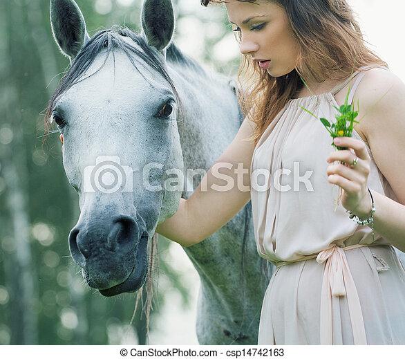 斑点を付けられる, 馬, 女, 若い, なでること - csp14742163
