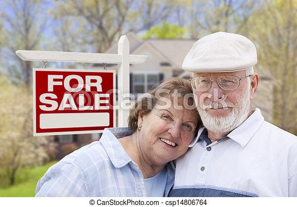 Image de heureux personne agee couple devant pour vente signe csp14 - Vente maison personne agee ...
