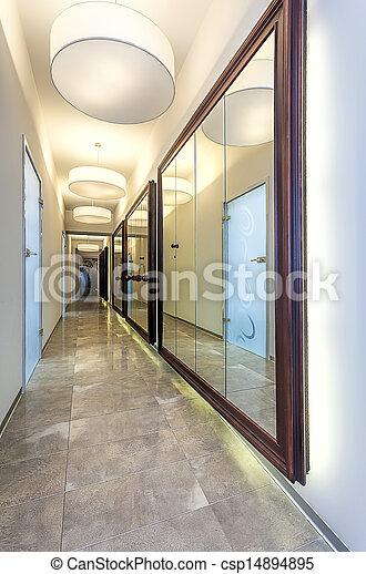Stock de fotografos de pasillo espejos largo moderno for Espejos para pasillos