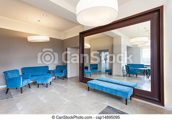stock fotografien von riesig spiegel sofa riesig spiegel rahmen nad bunte. Black Bedroom Furniture Sets. Home Design Ideas