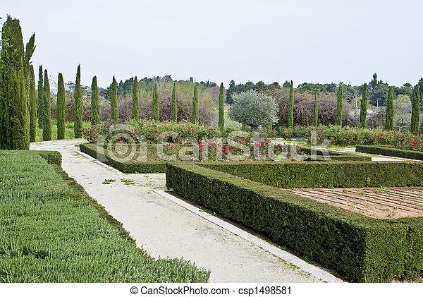 Stock de fotograf a de verde jard n geom trico corte for Jardin geometrico