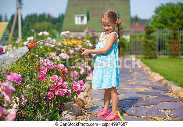 Pel culas de poco lindo ni a regar flores con un for Manguera de jardin 1 2