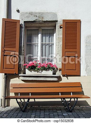 Archivi fotografici di panca finestra marrone panca - Panca sotto finestra ...
