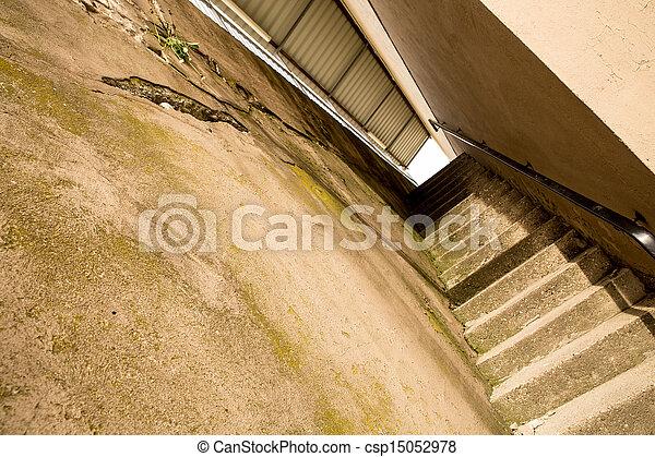 bilder von beton treppe altes beton treppe zwischen zwei w nde csp15052978 suchen sie. Black Bedroom Furniture Sets. Home Design Ideas