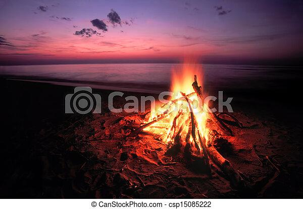 Beach Campfire on Lake Superior - csp15085222