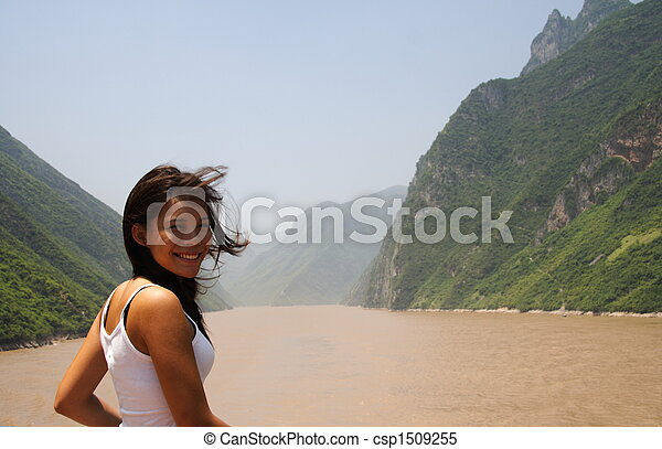 Young woman on Yangtze river - csp1509255