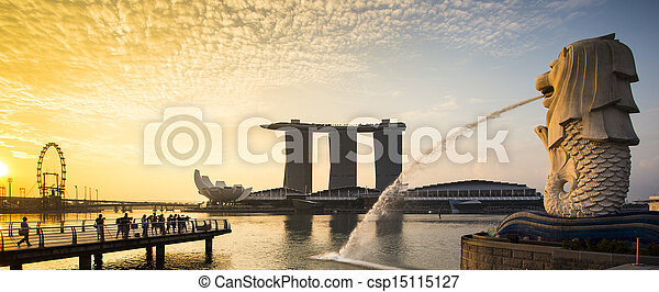 Singapore landmark Merlion with sunrise Panorama - csp15115127