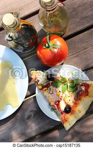 Stock de fotos pedazo pizza verano jard n tabla for Pizza jardin precios