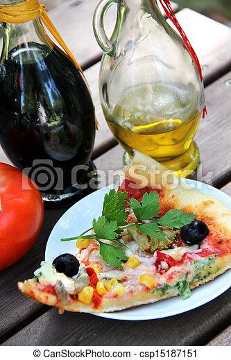 Stock im genes de pedazo pizza verano jard n tabla for Pizza jardin precios